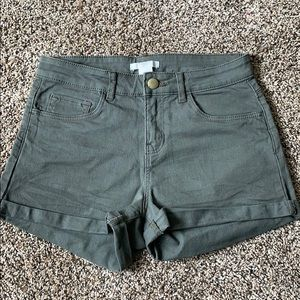 NWT Green forever21 mid rise shorts